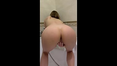 Schoolgirl masturbates and pees when her parents are at home
