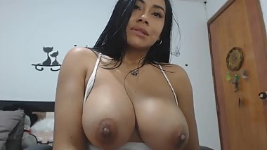 huge tits latina drills her holes