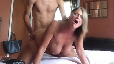 SUPERBOWL MILF DOGGYSTYLE