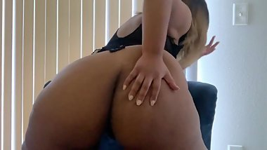 Thick girl masturbates fantasizing and CUMS