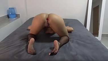 HOT LATINA AMATEUR TEEN WITH ANAL PLUG HAS SHAKING ORGASM RIDING A TOY