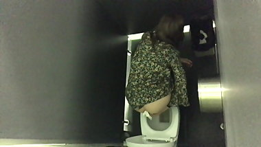 Young Slut Cleans her Ass Spied on WC - PT